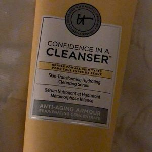 IT! Cosmetics confidence in a cleanser